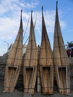 Traditional reed boats in Huanchaco Peru. Volunteer Abroad, Beach Town, Machu Picchu, Canoe, Travel Around, South America, Cool Pictures, To Go, Traditional