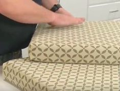 Making Cushion Covers, Chair Cushion Covers, Outdoor Cushion Covers, Box Cushion, Cushion Cover Pattern, Cushion Tutorial, Camper Cushions, Envelope Cover, Cushions To Make
