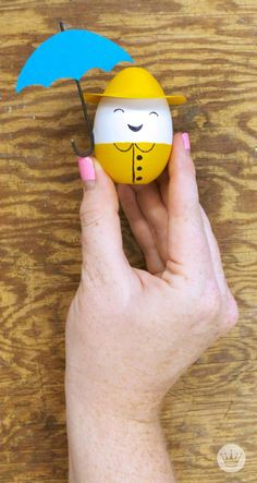 Go behind the scenes with Hallmark designer  Kellie B.-R. as she creates a playful line of Easter cards featuring some truly egg-cellent characters. The collection could not be cuter and may even inspire some of your own egg decorating ideas!