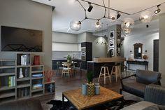 Отделка стен кирпичом позапрошлого века, бетонные поверхности в ванной комнате, мебель из металла и дерева – в этом проекте дизайнер Диана Мальцева соединила самые узнаваемые черты стиля лофт