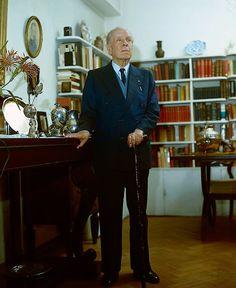 Borges todo el año: Jorge Luis Borges: Blind pew -   Foto: Borges en su casa, Diario La Tercera