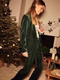 À défaut de fête, on a au moins trouvé sa tenue de Noël ! Winter Dresses, Voici, Christmas, How To Wear, Clothes, Outfits, Style, Fashion, Glitter Outfit