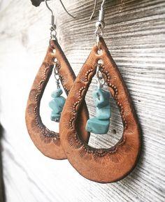 Hand Tooled Teardrop Shaped Chestnut Brown Leather Earrings Boucles d& en cuir marron châtaigne Diy Jewelry Unique, Custom Jewelry, Jewelry Crafts, Fine Jewelry, Handmade Jewelry, Handmade Bracelets, Gold Bracelets, Opal Jewelry, Modern Jewelry