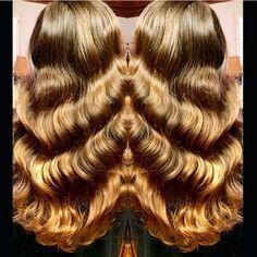 Caramel Blonde Hair and deep hair waves for days by Rayma Honey blonde deep Golden Blonde Hair Waves Hollywood Hair Pinup hair fb.com/hotbeautymagazine Ombre Balayage