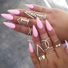 Why are stiletto nails so amazing? We have found the very Best Stiletto Nails for 2018 which you will find below. Having stiletto nails really makes you come off as creative and confident. Matte Stiletto Nails, Pointed Nails, Coffin Nails, Stiletto Nail Designs, Summer Stiletto Nails, Matte Pink Nails, Baby Pink Nails, Gold Nail, Glitter Nails