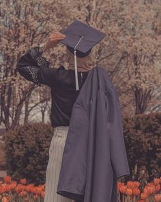 Graduation should be celebrated as the day of success, a long and challenging process. Graduation Picture Poses, Graduation Photoshoot, Graduation Pictures, Hijabi Girl, Girl Hijab, Islam Women, Hijab Cartoon, Graduation Photography, Islamic Girl