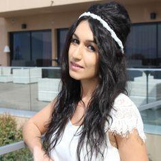 Headband mariage Pureté : à la fois sobre, épuré et très élégant, ce magnifique headband sublimera votre coiffure de mariage ou de cérémonie en lui donnant une note très chic et so glamour.