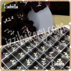isabella adalah 5 top royal cookies di izzi bakery... cobalah sensasi chocolate, yang kaya dengan cereal dan kekacangan.. kalian tidak akan menyesal membelinya