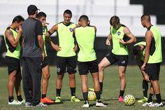 Botafogo terá a volta de Joel Carli e vai de time misto contra Bragantino #globoesporte