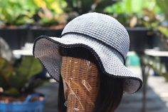 It's easy to make your own sun hat to protect yourself from getting burned. All you need is some household twine and a metal crochet hook! Crochet Stitches, Crochet Hooks, Knit Crochet, Crochet Patterns, Sewing Patterns, Crochet Ideas, Learn To Sew, Learn To Crochet, Knitting Projects