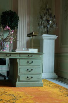 Metiendo Vivendum is a firm based in Belgium. They not only design interiors and buildings but they also supply rare furniture and art-obje. Little Greene, Blue Grey, Gray, Annie Sloan Paints, Work Desk, Chalk Paint Furniture, Workspaces, Office Interiors, Antique Furniture