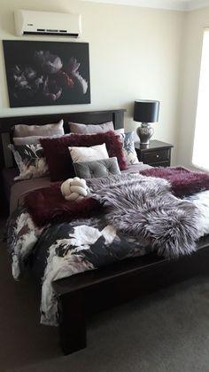 Maroon Bedroom, Burgundy Bedroom, Bedroom Neutral, Neutral Bedding, Burgundy Bedding, Room Ideas Bedroom, Home Decor Bedroom, Living Room Decor, Decor Room