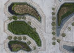 Arquitetura e Paisagem: padrões naturais e culturais projetados na Praça Sowwah por Martha Schwartz