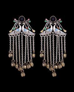 Earrings: Breathtakingly Beautiful Statement Drop-Style Earrings