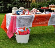 25 Best Summer Tablecloth Ideas For A Meal Outdoors   Shelterness
