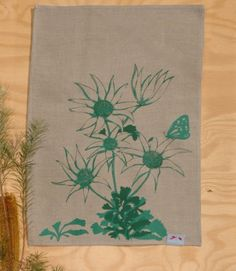 A unique Australian gift. Hand printed in the Blue Mountains, NSW this tea towel is made of linen & features the Australian native flannel flowers.