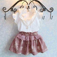 Aliexpress.com: Compre 2015 crianças crianças roupas set meninas verão vestuário set terno do bebê da menina roupa set shirt + floral skirt set grátis frete de confiança Conjuntos fornecedores em Little Lisa