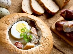 Wielkanocny żurek w chlebie Bagel, Camembert Cheese, Dairy, Bread, Recipes, Easter Cake, Food, Recipe Ideas, Crafts