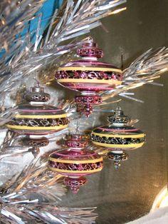 mid-century-modern-christmas-ornaments-deco