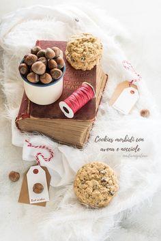 """Il Natale si avvicina e anche per quest'anno l'ingrediente principale per i miei regali è """"fatto in casa"""" , tanti doni golosi da mettere sotto l'albero, fatti con amore e con le mie mani. Sicuramente i biscotti sono la soluzione perfetta, tra i più graditi dei regali e poi sono veloci e semplici da fare, …"""