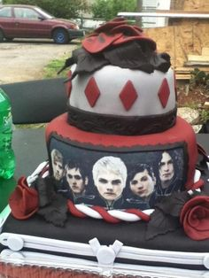 What an amazing cake. I love you MCR.
