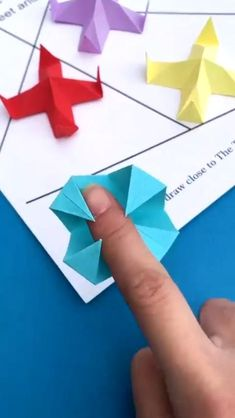 Paper Crafts Origami, Paper Crafts For Kids, Cardboard Crafts, Diy Paper, Simple Paper Crafts, Styrofoam Crafts, Cardboard Boxes, Creative Crafts, Instruções Origami