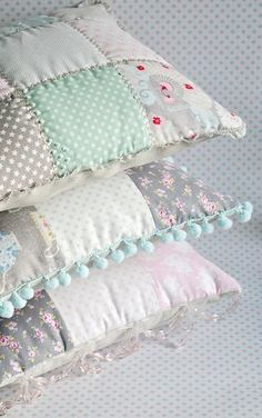 Shabby chic patchwork pillow tutorial by http://toriejayne.blogspot.co.uk/2012/12/patchwork-cushions.html | sewing idea, quilting, cushions, decor