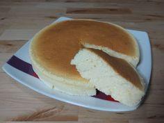 tarta de queso japonesa ngredientes: 150 g de queso crema 25 g de mantequilla 120 ml de leche 40 g de harina 30 g de maicena 4 huevos, yemas y claras separadas 100 g de azúcar  Tiempo de preparación: 20 minutos Tiempo de cocción: 45 minutos  CookingMohoja - YouTube