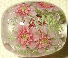 Ayako Hattori's beads are just stunning. http://www13.ocn.ne.jp/~shiro-ya/indexenglish.htmlg!
