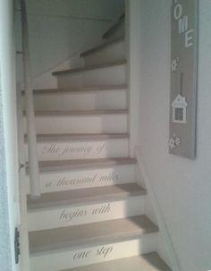 Onze trap geverfd met Annie Sloan Country Grey.