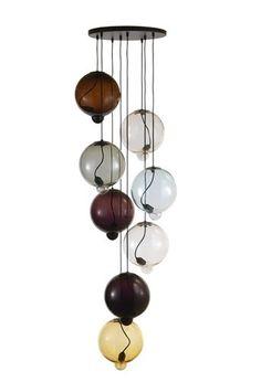 Meltdown af svenske Johan Lindstén er en mundblæst glaslampe, som fås i seks forskellige farver. Hver lampe måler 28,5 cm i diam. Produceres...