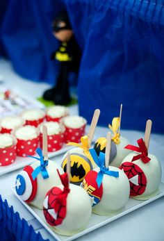 Super Hero candy apples could be cake pops too Batman Party, Superhero Birthday Party, Birthday Party Themes, Superhero Superhero, Superhero Characters, Birthday Ideas, Birthday Cake, Pjmask Party, Festa Party