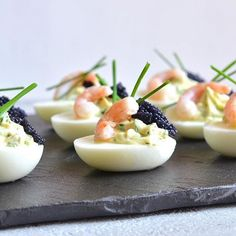 Jeg elsker at spise æg til alle former for frokost, de er mere spændende end de alm hårdkogte æg, til djævleæg, eller som de hedder på engelsk deviled eggs.