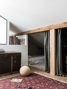 A very good idea for a shared children's room: separate sleeping corners … - Home & DIY Sleeping Nook, Separating Rooms, Barn Renovation, Small Room Decor, Bedroom Small, Attic Rooms, New Room, Built Ins, Small Spaces