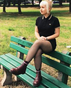 Chelsea buzzed hair with bangs Skinhead Girl, Skinhead Fashion, Skinhead Style, Skinhead Reggae, N Girls, Goth Girls, Mod Fashion, Girl Fashion, Dr. Martens