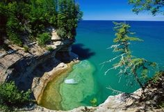 Need to go here someday. It is Pictured Rocks national park in Michigan. eleanoracab