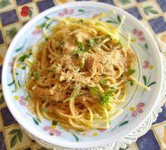 http://agavepalermo.wordpress.com/2009/11/20/olio-extra-vergine-doliva-e-pasta-cu-lagghio-e-luogghio/