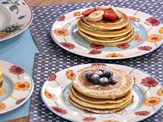 Aprenda a fazer as famosas panquecas americanas e deixe seu café da manhã ou chá da tarde muito mais gostoso.