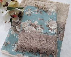 conjunto-toalha-de-rosto-e-lavabo-toalha-de-lavabo Accent Pillows, Patches, Towel, Quilts, Embroidery, Blanket, Elegant, Sewing, Diabetes