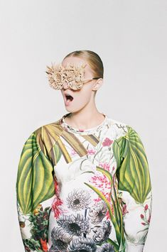 Ukrainian artist and fashion designer Masha Reva has collaborated with SYNDICATE of Kiev to create a collection of limited edition digitally-printed sweaters.The collection juxtapositions immersion in the rapid pace of contemporary life, gadgets and social networks with a yearning for our natural environment, explored as a metaphorical botanical garden of Photoshop layers and loading bars.