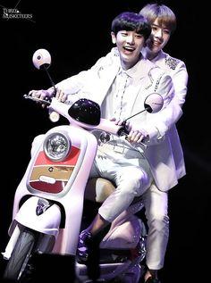Chanyeol <3 Sehun <3  - 140808 Aima Bikes fanmeeting in Tianjin