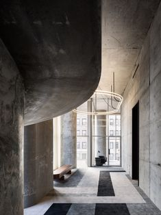 The interior design of the 56 Leonard Street project by Herzog & de Meuron is just as dramatic as its facade. Take a look! Grey Interior Doors, Lobby Interior, Interior Exterior, Interior Architecture, Interior Design, Contemporary Architecture, Jenga Tower, Manhattan, Leonard Street