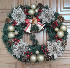 DIY Christmas gold and red theme wreath.