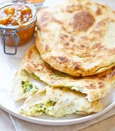 Cheese naan bread and onion recipe with Thermomix India 'Thermomix in the world Onion Recipes, Veggie Recipes, Mexican Food Recipes, Bread Recipes, Vegetarian Recipes, Dessert Thermomix, Dim Sum, Easy Cooking, Gourmet