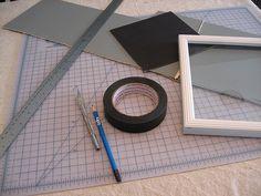 DIY photo mats- a great way to reuse old pieces of cardboard Diy Wall Art, Diy Art, Wall Decor, Photo Frame Design, Diy Cutting Board, Custom Mats, Paper Crafts, Diy Crafts, Photo Mats