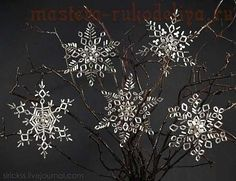 Master class on beading: Snowflakes - the site is in Russian (so translate) but the pictures are clear