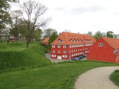 Som en femtakket stjerne ligger Kastellet, Citadellet Frederikshavn, midt i København. Det er et af Nordeuropas fineste og bedst bevarede fæstningsværker