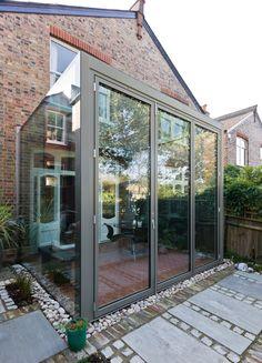 A frameless glass box extension with aluminium bifold doors 装 修 in 2019 вер