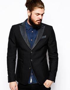 Three button contrasting peak lapel patch pocket blazer