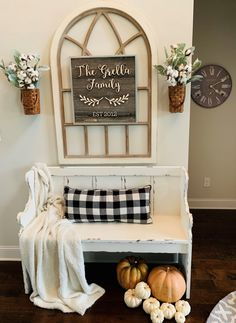 Brilliant Farmhouse Living Room Wall Decor Ideas – Home Design Rustic Entryway, Entryway Decor, Apartment Entryway, Fall Entryway, Christmas Entryway, Rustic Apartment, Cozy Christmas, Apartment Living, Entryway Tables